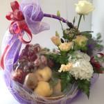 I3 : กระเช้าผลไม้ดอกไม้สด