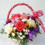 A2 : กระเช้าดอกไม้หลากสี 680 บาท